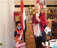مرتضى منصور يكرم طفلين ويمنحهما العضوية الشرفية للزمالك