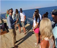 وزير السياحة والآثار يتفقد الإجراءات الوقائية بأحد المراكب في شرم الشيخ