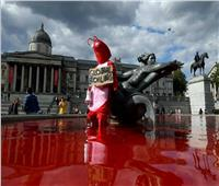 """سكان لندن يستيقظون على مشهد مرعب بسبب """"نافورة الدم"""""""