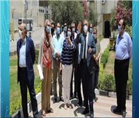 صور| رئيس جامعة عين شمس ونائبه يتفقدان الامتحانات بكلية الطب