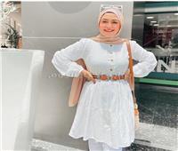 ملابس محتشمة وبسيطة.. حنان محمد تكشف آخر صيحات الموضة في الصيف