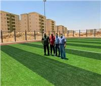 مدينة بدر تُسلم ملعبين خماسيين لوزارة الشباب والرياضة لخدمة السكان