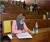 صور| نائب رئيس جامعة عين شمس يتفقد امتحانات كلية التمريض