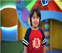 الطفل المعجزة.. يكسب 26 مليون دولار من «اليوتيوب»