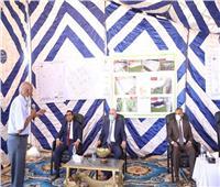صور| محافظ قنا يشهد تسليم موقع إنشاء أكبر مجمع داجني بمساحة 2500 فدان