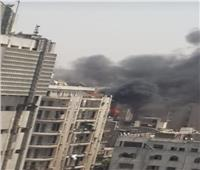 فيديو.. حريق ضخم يلتهم مخزنا في منطقة التوفيقية وجهود للسيطرة على النيران