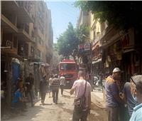 صور| إغلاق المحال التجارية بالتوفيقية بسبب حريق بعمارة سكنية