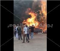 عاجل فيديو..حريق يلتهم 3 سيارات وكشك بجوار مستشفى العجوزة