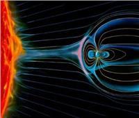 سيل من الرياح الشمسية إلى المجال المغناطيسي لكوكب الأرض