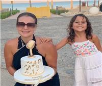 كارول سماحة تحتفل بعيد ميلادها الـ48 على البحر