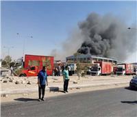 صور حريق في مصنع بأكتوبر والحماية المدنية تدفع بـ6 سيارات