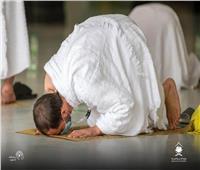 صور وفيديو  «بكاء وتوسل».. الحجاج يؤدون طواف القدوم بالمسجد الحرام وسط إجراءات احترازية