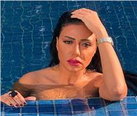 شاهد| إطلالة جديدة لرانيا يوسف داخل حمام السباحة