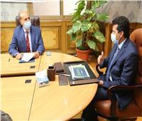 وزير الرياضة يناقش مع رئيس اتحاد التجديف خطة استئناف النشاط