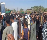 صور| المئات يشيعون جثماني شهيدي الغربة في نجع حمادي