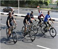 وزير الرياضة يشارك ٥٠٠ متسابق في ماراثون الدراجات الهوائية