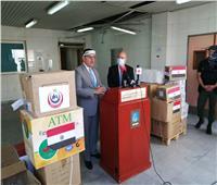 صور| السفير المصري يسلم المساعدات الطبية لمستشفى رفيق الحريري ببيروت