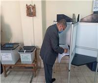 وزير قطاع الأعمال العام يدلي بصوته في انتخابات مجلس الشيوخ 2020