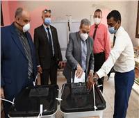صور  وزير الدولة للإنتاج الحربي يدلي بصوته في انتخابات مجلس الشيوخ