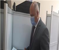 صور وفيديو| وزير النقل يدلي بصوته في انتخابات مجلس الشيوخ