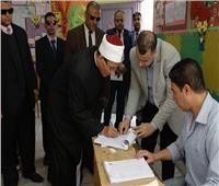 وكيل الأزهر يدلي بصوته في انتخابات مجلس الشيوخ بالقاهرة