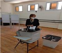 صور| التلاوي تدلي بصوتها في انتخابات مجلس الشيوخ