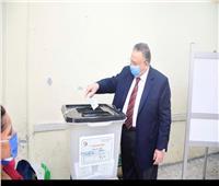 صور| نقيب الأشراف يدلي بصوته في انتخابات مجلس الشيوخ 2020