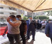صور | محافظ القاهرة يدلي بصوته في انتخابات مجلس الشيوخ