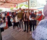 """""""يحملن علم مصر""""..السيدات في مقدمة صفوف الناخبين بمدرسة التوفيقية بشبرا"""