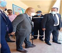 صور| «الجنزوري» يُدلي بصوته في انتخابات الشيوخ بمصر الجديدة