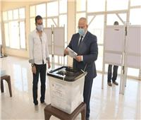 رئيس جامعة القاهرة يُدلي بصوته في انتخابات مجلس الشيوخ 2020