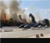 صور| 5 سيارات لإخماد حريق نشب بميدان الرماية