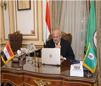جامعة القاهرة تقود تحالفًا لإنتاج منتجات صيدلانية مصرية