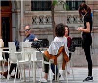 إسبانيا.. إغلاق المسارح وعدم السماح بالتدخين لتقييد انتشار كورونا