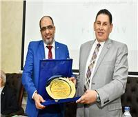 قطاع الدراسات العليا والبحوث بجامعة عين شمس يكرم عبد الناصر سنجاب