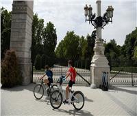 بسبب عودة كورونا.. مدريد تعلن إغلاق المتنزهات وحمامات السباحة