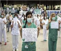 العاملون الصحيون يطالبون حكومة مدريد بالتحرك لتجنب «انهيار جديد في المنظومة»