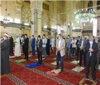 صور  وزير الرياضة ومحافظ الشرقية يشهدان صلاة الجمعة بمسجد الفتح بالزقازيق