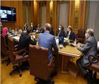 وزير الإنتاج الحربي يبحث مع 5 شركات بيلاروسية تعزيز التعاون المشترك