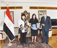 صور  وزيرة الثقافة تستقبل حفيدة عبد السلام عارف ثاني رئيس لجمهورية العراق