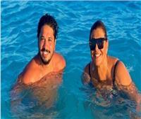 هالة صدقي مع مصطفى حجاج في البحر