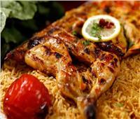 طبق اليوم.. «دجاج مشوي بتتبيلة الحاتي» في 3 خطوات