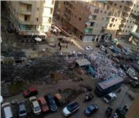 تلال القمامة تغرق شوارع شبرا الخيمة.. والأهالي لرئيس الحي: «اترك مكتبك وانزل الشارع»