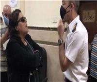 الضابط المعتدى عليه من قبل مستشارة يُدلي بأقواله أمام محكمة جنح النزهة