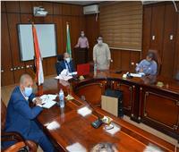 محافظ المنيا يناقش الموقف التنفيذي لبرنامج التنمية المحلية