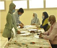 رئيس جامعة المنيا يتابع إجراءات الكشف الطبي للطلاب المستجدين