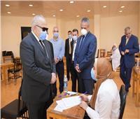 جولة تفقدية لرئيس جامعة القاهرة على امتحانات الدراسات العليا بمعهد الأورام