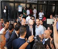 لحظة وصول رئيس الزمالك إلى المنصورة لتقديم أوراق ترشحه لمجلس النواب
