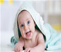 للأمهات الجدد.. الوقت المسموح لنوم الطفل على «بطنه»
