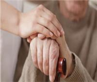 زوجي يمنعني من زيارة أبي المريض.. ما رأي الدين؟.. «البحوث الإسلامية» تجيب